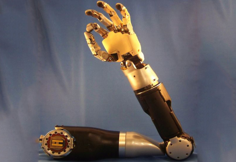 Novos sensores para próteses de braço proporcionam sensação de toque ao usuário
