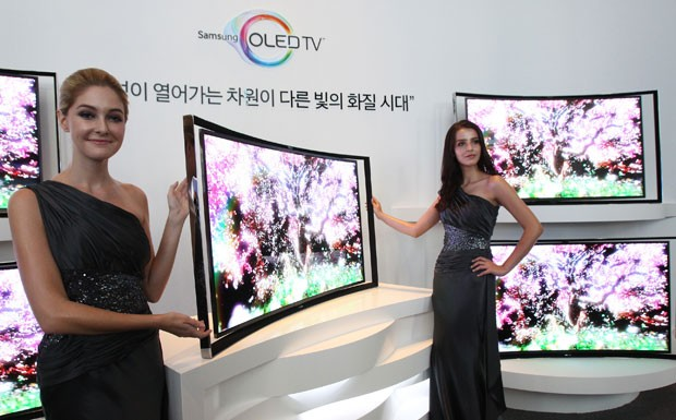 Samsung lança TV OLED com tela curva