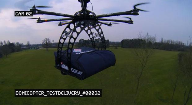 Pizzaria no Reino Unido usa robô voador para entregar pizzas
