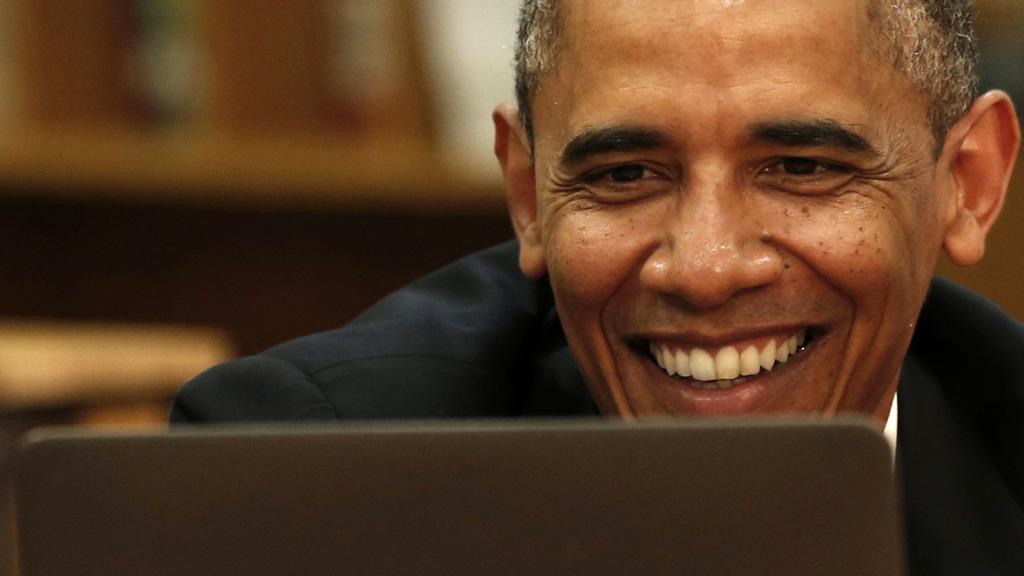 """Buscas """"suspeitas"""" no Google fazem dona de casa receber visita do FBI nos Estados Unidos."""