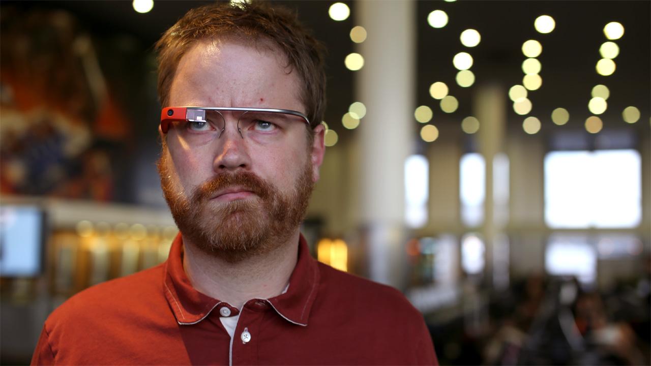 Motorista leva a primeira multa de trânsito por usar Google Glass enquanto dirigia