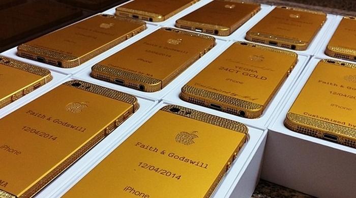 """Convidados de casamento na Nigéria recebem iPhones 5 de ouro como """"lembrancinha"""""""