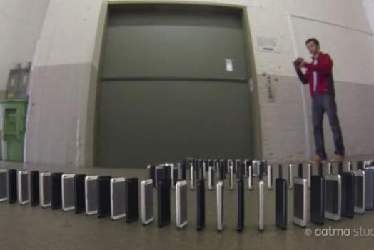 Empresa cria vídeo com dominó composto 10 mil iPhones 5
