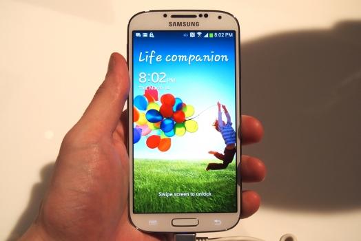 Compradores do Galaxy S4 do mundo todo reclamam de problemas no aparelho