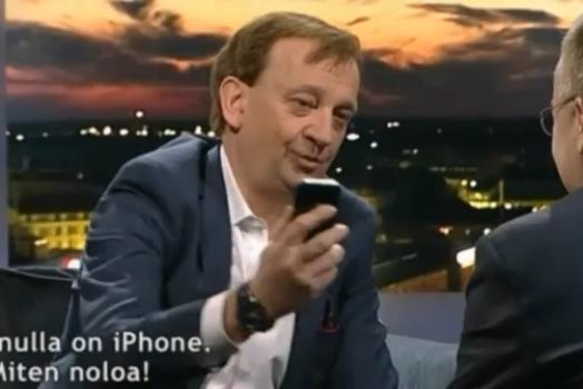 CEO da Nokia joga iPhone de apresentador no chão